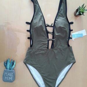 Cupshe bathingsuit, size M, NWT